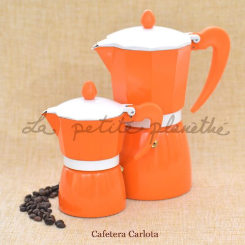 Cafetera italiana Carlota, tres tazas. Color naranja, de aluminio.